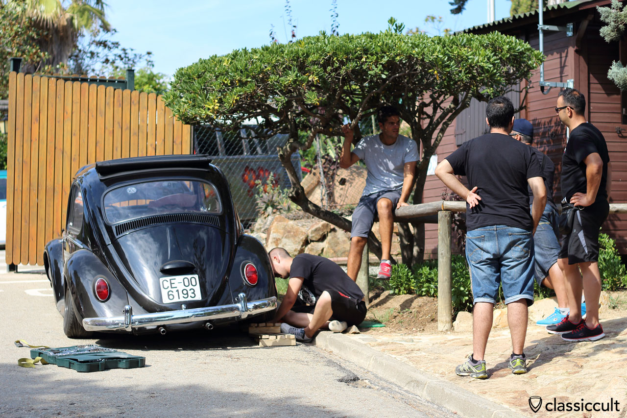 Lowered VW Bug keeps owner busy, VW Show Tossa de Mar 2015