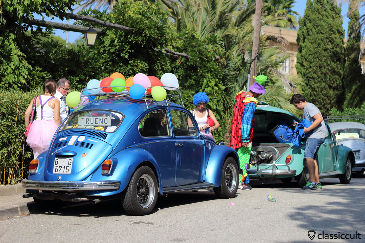 VW Fans with circus costume, well done!