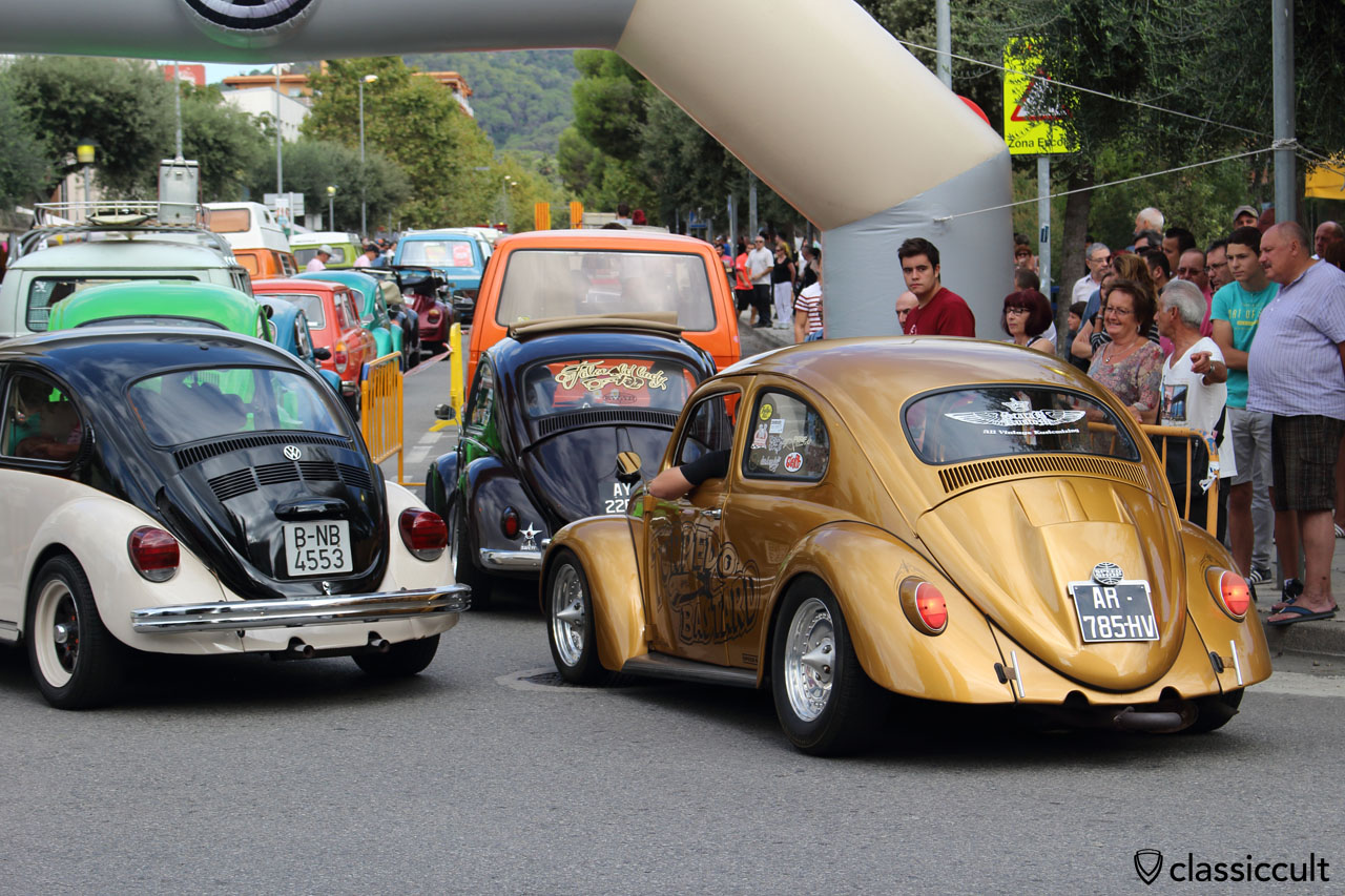 Classic VWs arriving at Tossa Meeting