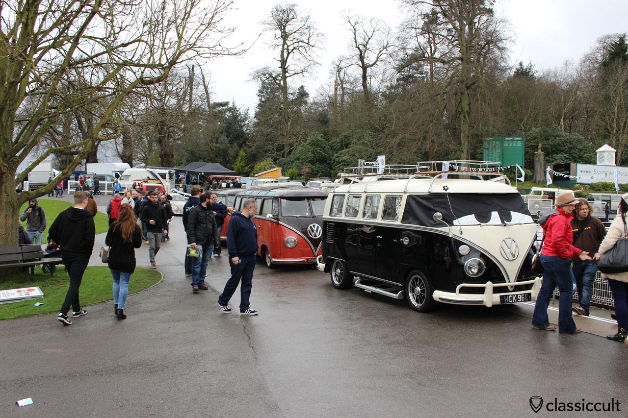 Split Bus, Sandown Park Racecourse