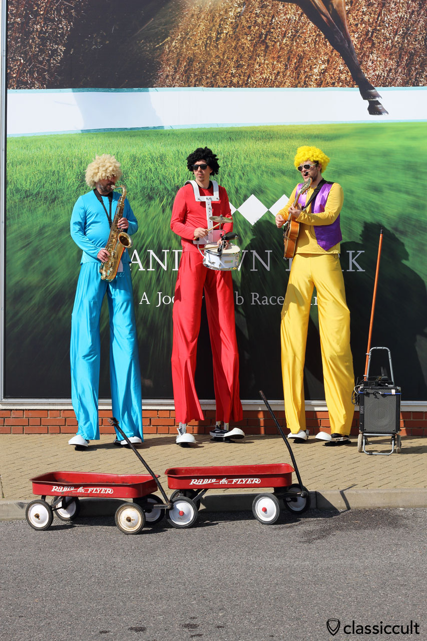 good entertainment at the entrance, The World's tallest band, The Top Banana Band