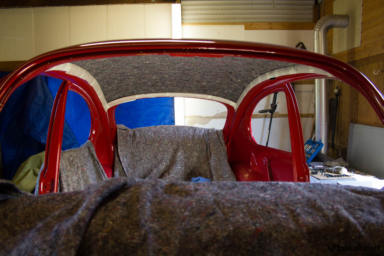 VW 1200A Standard Beetle Headliner installation. The Standard beetle has a very simple headliner. It is possible to install the headliner in a Standard beetle by yourself. The first step is to mount the felt with spray adhesive.