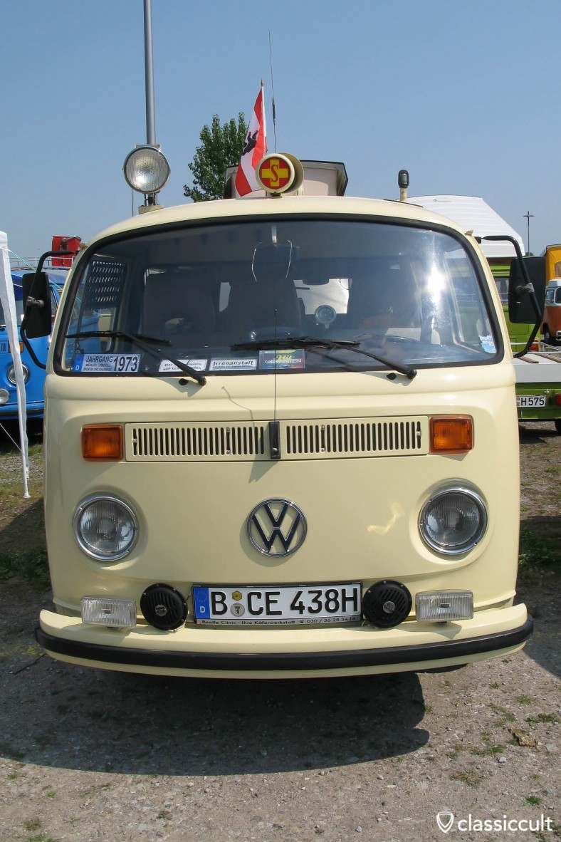 VW Ambulance T2 Bus with red cross light MKT 2009