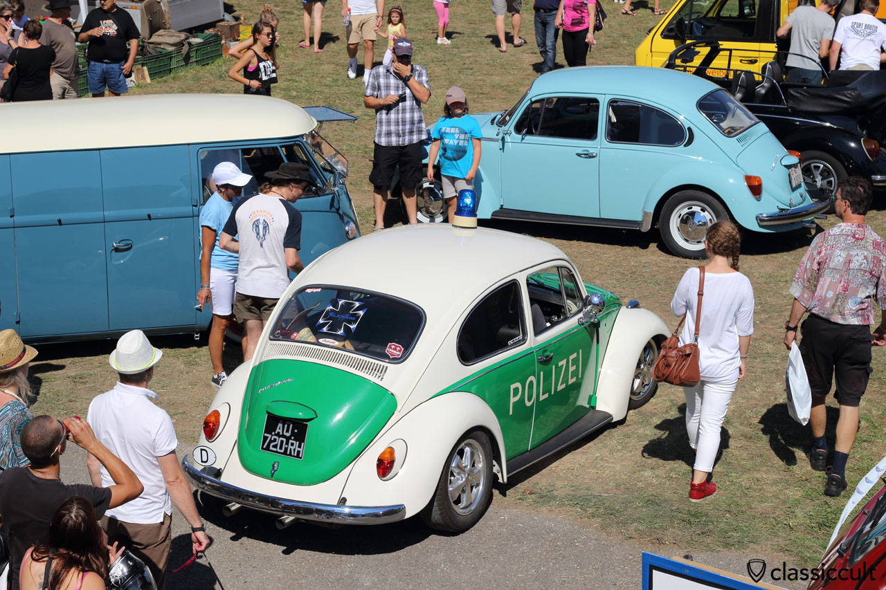 it was very crowded in the afternoon, so the Police came with a classic POLIZEI VW COX, to maintain order at Meeting int. VW de Château-d'Oex 2015