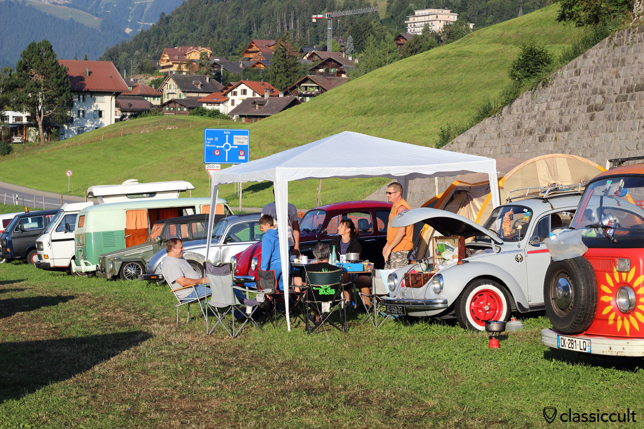 VW fans having breakfast, Château-d`Oex VW meeting, 8:23 a.m.