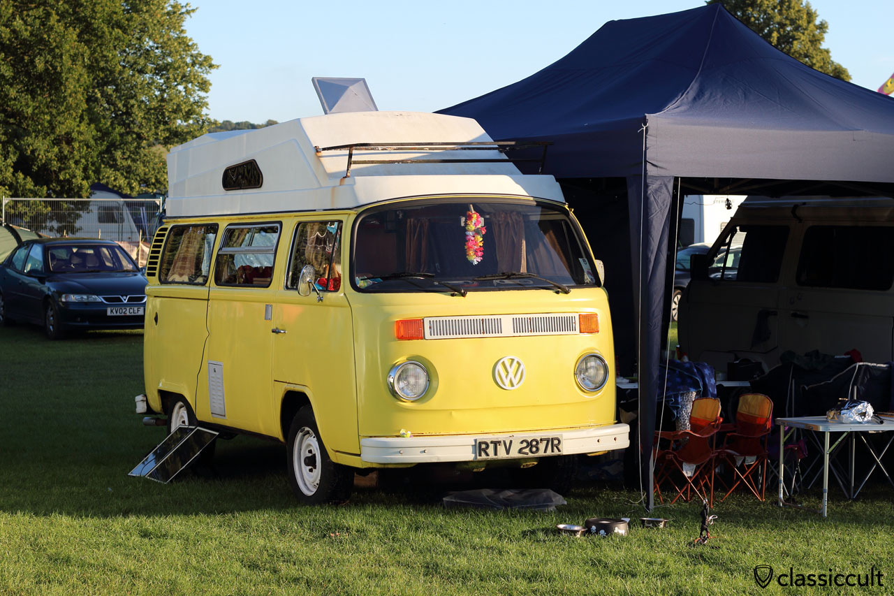 T2b Camper with solar panel