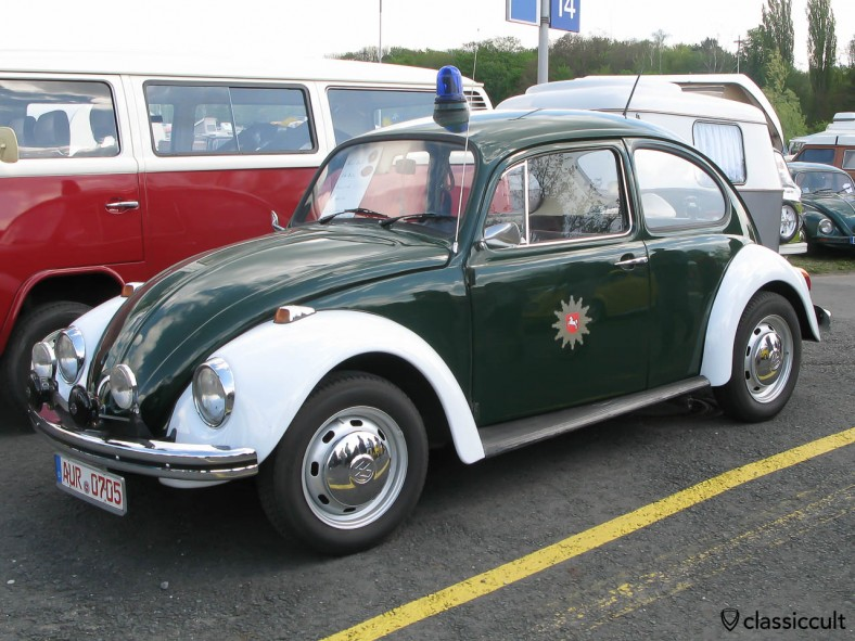 Police Lower Saxony VW Beetle with emergency light, fanfare sirens and fog lights.