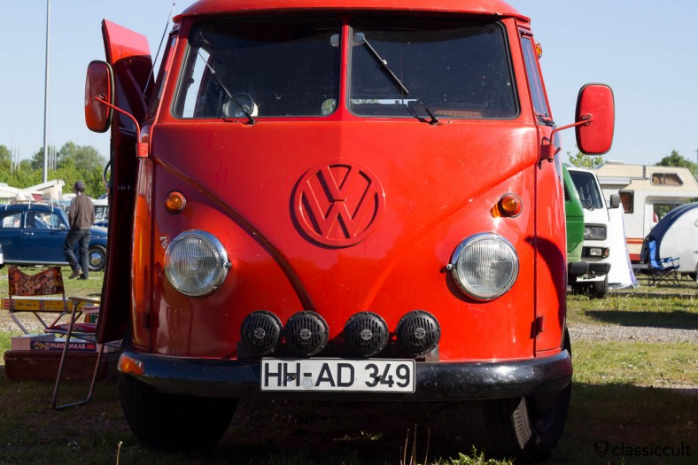 VW T1 Fire Department Split Bus with four bosch fanfare horns. Four are better then two :-)
