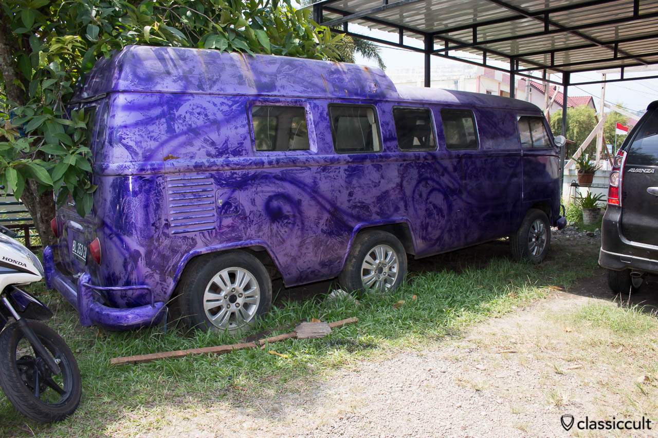 VW T1 Split Bus Extra Long with 6 wheels