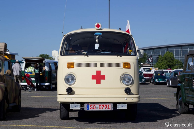 VW T2 Bus with Hella Red Cross Light MKT 2011