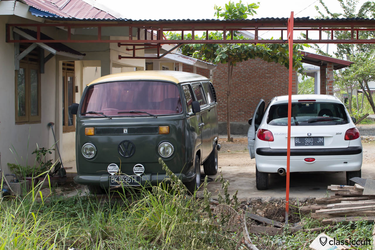 VW T2b Bus in Banda Aceh Indonesia, Made in Germany Bay Window, with Bosch Halogen Fog lights and self-made sound system.