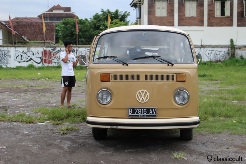 VW Kombi Bus (front) with a breakdown in Yogyakarta, Indonesia, February 9, 2014